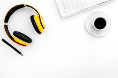 现代作曲家工作书桌  音乐在耳机和咖啡附近注意在白色背景顶视图拷贝空间 图库摄影