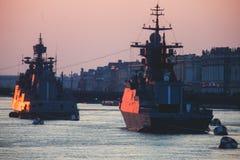 现代俄国军用海军战舰军舰线在行、北舰队和波罗的海舰队的在公海 图库摄影