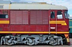 现代俄国电车客舱  铁路火车头的侧视图有很多轮子和窗口的以po的形式 库存图片