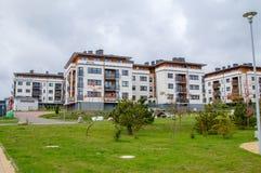 现代公寓单元在Zakatek Juszkowo庄园的 免版税库存照片