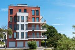 现代公寓在一个新房发展地区 库存图片