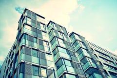 现代公寓外部 减速火箭的颜色仿效 免版税库存图片