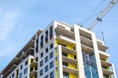 现代公寓房大厦的建筑 免版税库存照片