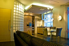 现代公寓的内部 免版税库存照片
