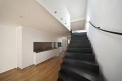 现代公寓美丽的双重的顶楼 免版税库存图片