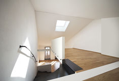 现代公寓美丽的双重的顶楼 免版税库存照片