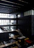 现代内部的图书馆 免版税库存图片