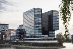 现代办公室摩天大楼在杜塞尔多夫,德国 库存图片