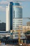 现代办公楼在商务中心 免版税库存图片