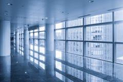 现代办公楼走廊  库存照片
