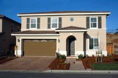 现代加利福尼亚房子 免版税库存图片
