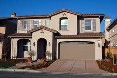 现代加利福尼亚房子 免版税库存照片