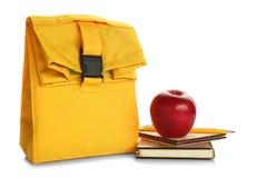 现代午餐袋子、文具和开胃红色苹果 免版税库存图片