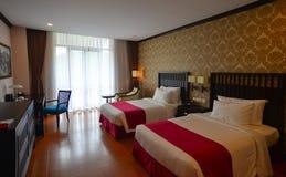 现代卧室在豪华旅馆在大叻,越南 免版税库存图片