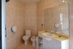 现代卫生间的旅馆 库存图片