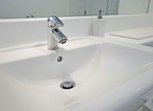 现代卫生间的详细资料 库存图片