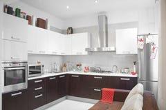 现代厨房内部 库存图片