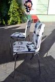 现代咖啡店流行艺术椅子 免版税图库摄影