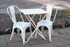 现代咖啡店金属椅子 免版税图库摄影