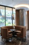 现代咖啡馆的豪华 免版税库存图片