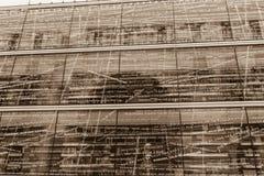 现代图书馆的玻璃状门面在毕尔巴鄂,西班牙 免版税库存照片