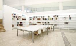 现代图书馆 免版税库存照片
