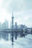 现代城市严重的反映 免版税图库摄影