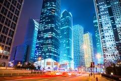 现代城市晚上场面  免版税库存照片