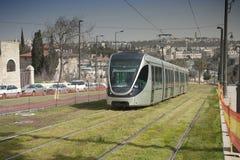 现代城市电车轨道,耶路撒冷,以色列 免版税库存图片