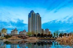 现代城市的现代公寓大厦这角落 免版税库存照片