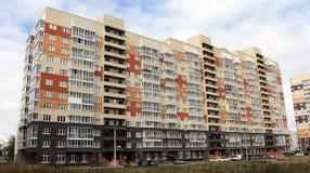 现代多层的居民住房 免版税库存图片
