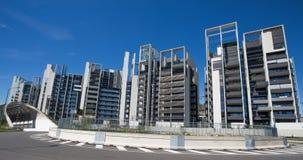 现代大厦和办公室在新的Portello地区,在米兰Fiera附近,米兰市,意大利 免版税库存照片