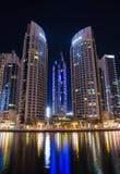 现代大厦在区区域迪拜小游艇船坞在晚上,阿拉伯联合酋长国 图库摄影