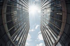 现代大厦在天空下 免版税库存照片