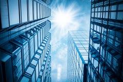 现代大厦在天空下 免版税图库摄影