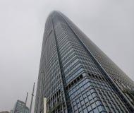 现代大厦有薄雾的天在香港 免版税图库摄影