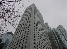 现代大厦有薄雾的天在香港 库存图片