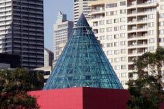 现代大厦的锥体 库存图片