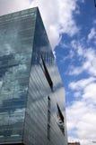 现代大厦的镜子 免版税库存照片