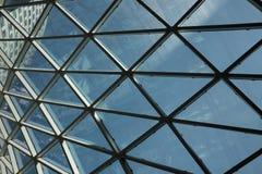 现代天花板几何商业中心 免版税库存图片