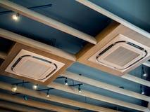 现代天花板登上的卡式磁带类型空调 库存照片
