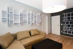 现代客厅内部 库存照片