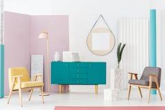 现代客厅的家具 免版税库存照片