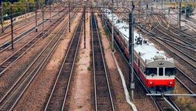 现代市郊火车 免版税库存图片