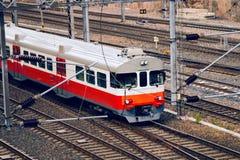 现代市郊火车 免版税库存照片