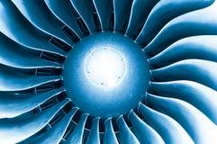 现代平面引擎涡轮叶片。 库存图片