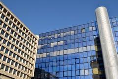 现代建筑学和新的几何线在都市landsca 图库摄影
