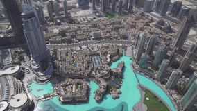 现代建筑学街市迪拜和高楼的脚的Burj哈利法湖在世界上库存英尺长度 影视素材