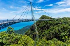 现代建筑-在凌家卫岛海岛上的天空桥梁 冒险假日 马来西亚的旅游胜地 免版税库存照片