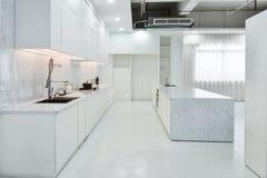现代开放厨房 免版税库存图片